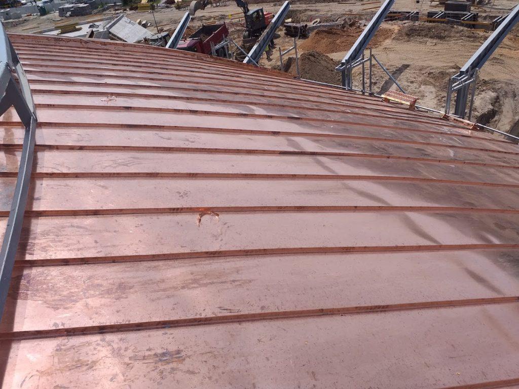 Dach z blachy na rąbek.